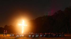 Brennendes Kreuz Wiese